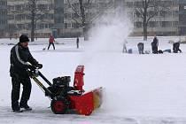 Soukromá firma Wisconsin bruslařům led na rybníce upravila zadarmo.