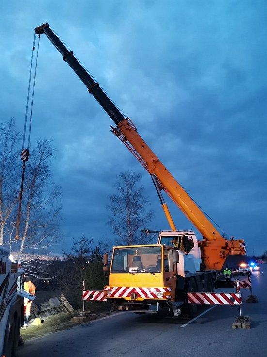 Havarovaný kamion na dálnici D46 u Brodku u Prostějova, 5. března 2021