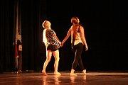 Desítky tanečníků předvedly v sobotu své dovednosti v Národním domě. Zároveň se utkali o postup z kraje.