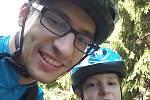 Autistický chlapec Tobiáš Nábělek s tatínkem Tomášem