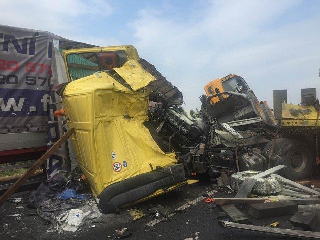 Bouračka dvou nákladních aut u Olšan u Prostějova