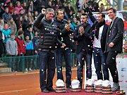 Zleva: kapitán Navrátil, Lukáš Rosol, Jan Hájek, Radek Štěpánek a Tomáš Berdych na centrkurtu v Prostějově