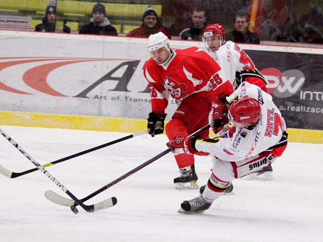 Prostějovští hokejisté v sobotu porazili i třetí Opavu. Na výhru se ale museli nadřít. Zápas jim totiž moc nevyšel a jen díky Kociánovi se dostali až do samostatných nájezdů. V nich dominoval Lukáš Duba.
