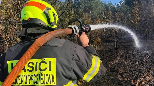 Likvidace rozsáhlého požáru u Otaslavic - 6. srpna 2018