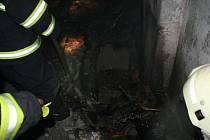 Požár mezistropních prostor v paneláku v Moravském Berouně