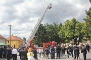 VELKOLEPÉ OSLAVY. Ke 120 letům aktivního působení přijeli želečským hasičům pogratulovat i sbory z okolí.