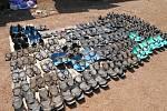 Boty vyrobené z rozřezaných pneumatik