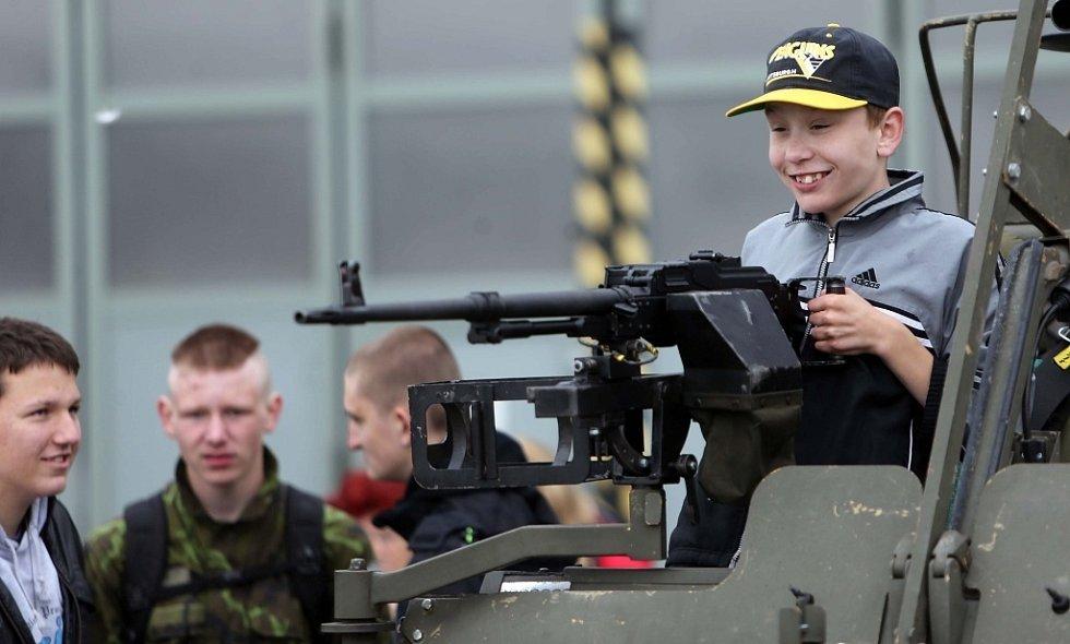 Den otevřených dveří 102. průzkumného praporu generála Karla Palečka v Prostějově