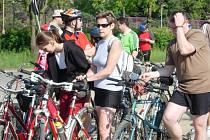 Při otvírání nové cyklostezky v Hrubčicích se sešlo velké množství fandů pedálů a řidítek.