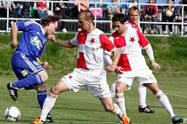 Fotbalisté 1.SK Prostějov (v modrém) proti Orlové