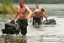 Soutěž průzkumníků na Libavé. Barnovská přehrada připravila soutěžícím čtrnácti stupňové překvapení
