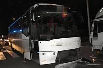 Nehoda auta, autobusu a nákladního auta v Dolní ulici v Prostějově