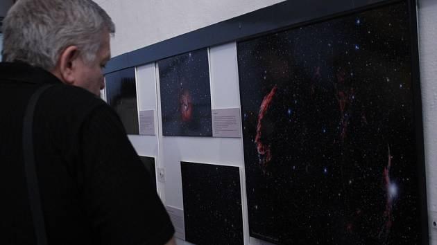 Výstava Krásy noční oblohy – neuvěřitelné možnosti současné amatérské astrofotografie potrvá do konce června