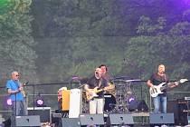 Kapela Buty přijela v pátek večer zahrát na Open Air do zámeckého parku v Čechách pod Kosířem.
