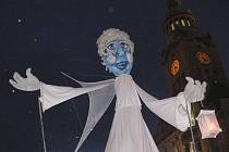Gigantický anděl rozsvítil v Prostějově vánoční strom