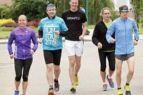 Mirek Šmarda (uprostřed). V prostějovské nemocnici se na Agel Sport Clinic připravují čtyři amatérští sportovci na zdolání Olomouckého půlmaratonu.