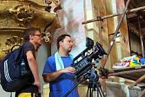 Opuštěný klášter Milosrdných bratří ožil návštěvou týmu dokumentaristů, kteří zde připravovali novou epizodu seriálu pro svůj projekt PamátkyDnes.cz