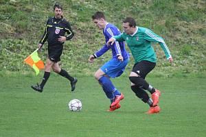 FK Troubky (v modrém) proti TJ Sokol Klenovice na Hané