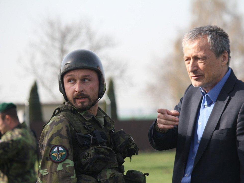 Návštěva ministra obrany Martina Stropnického na letišti v Prostějově
