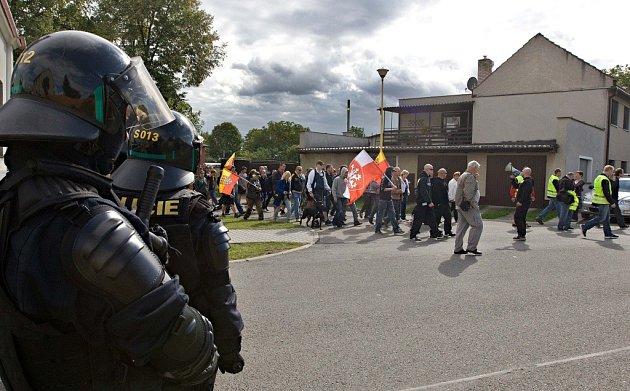 Protestní pochod proti problematickému soužití sromskými spoluobčany vDřevnovicích na Prostějovsku