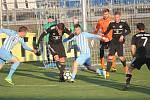 Fotbalisté Prostějova (v modrém) proti Třinci