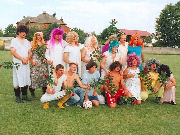 Fotbalová jedenáctka v plné kráse.