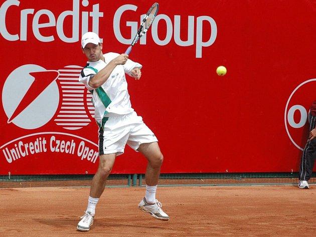 Olomoucký tenista Jan Hájek titul z loňského Czech open neobhájí, neboť musel vztát utkání druhého kola se Slovákem Klečem.