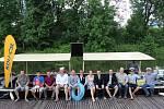 NA LODI. Olomoučtí lidovci představili v červnu první jména kandidátů do komunálních voleb. Protože jedním z témat programu je dokončení protipovodňových opatření, pořádali o prázdninách s výletní lodí Kordulka krátké vyjížďky po řece Moravě.