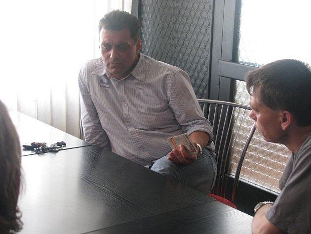 Michal Bartošek (vlevo)