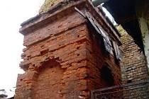 Patnáctimetrový komín, který se nachází ve dvorním traktu budovy přímo v centru města, je v dezolátním stavu