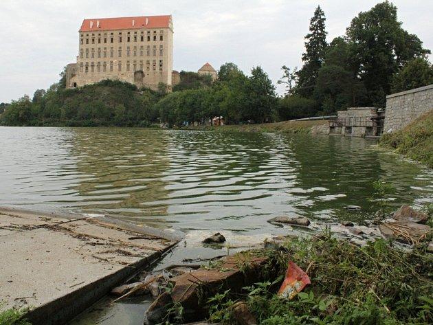 Podhradský rybník na začátku srpna 2012