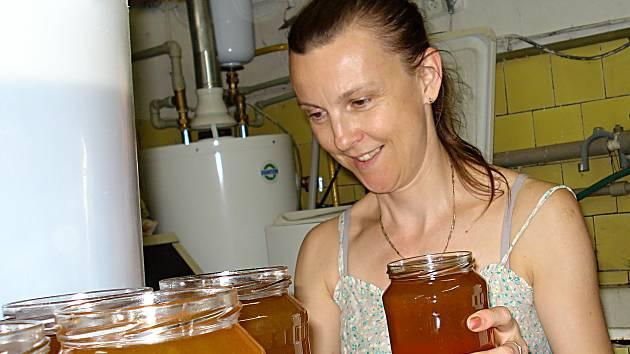 PODPRŮMĚRNÝ VÝNOS. Včelstva Palíškových z Vrchoslavic se letos zatím moc nevyznamenala.