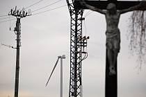 Stavba větrné elektrárny u Rozstání