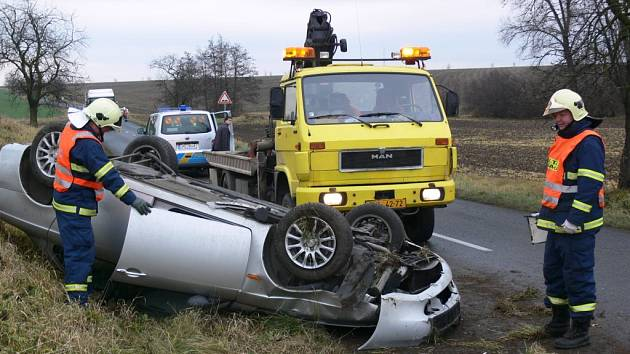 Při jedné z posledních nehod, k níž v zatáčce u Prostějova část Žešov došlo, se řidič se svým vozem několikrát otočil a skončil na střeše. Naštěstí však vyvázl bez zranění.
