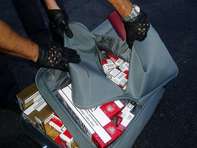 Při silniční kontrole bylo zadrženo asi sto třicet tisíc kusů nelegálně převážených cigaret.