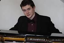 Klavírista Daniel Jun