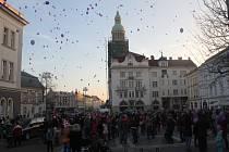 Vypouštění ježíškovských balónkových přání v Prostějově