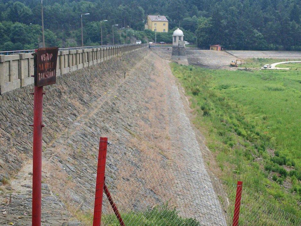 Hráz plumlovské přehrady