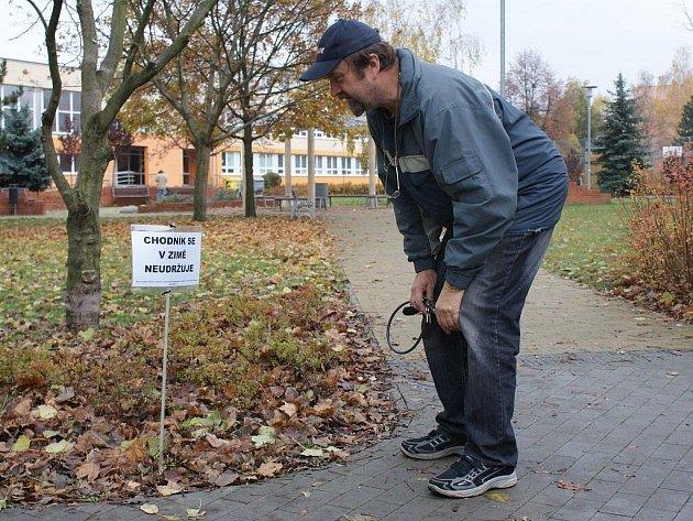V Prostějově se v některých částech města objevily tabulky upozorňující na fakt, že některé chodníky město v zimě udržovat nebude