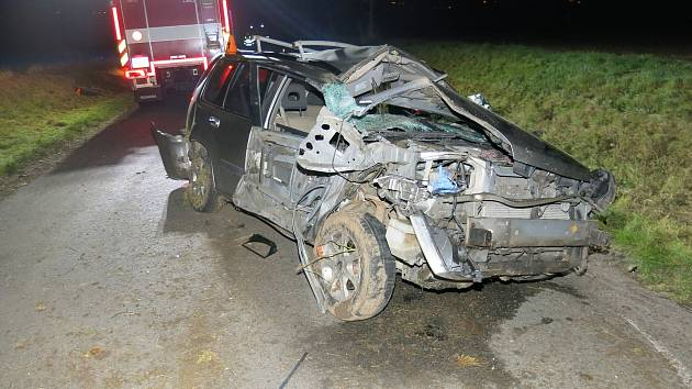 Nehoda nissanu a traktoru u Vrbátek