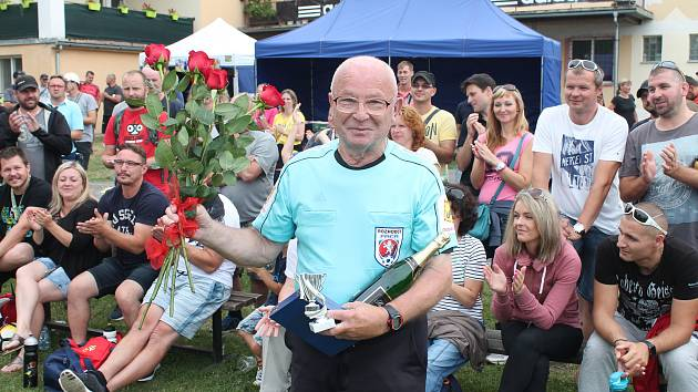Kulaté jubileum. Zdeněk Protivánek oslavil osmdesátiny jak jinak než s píšťalkou na hřišti.