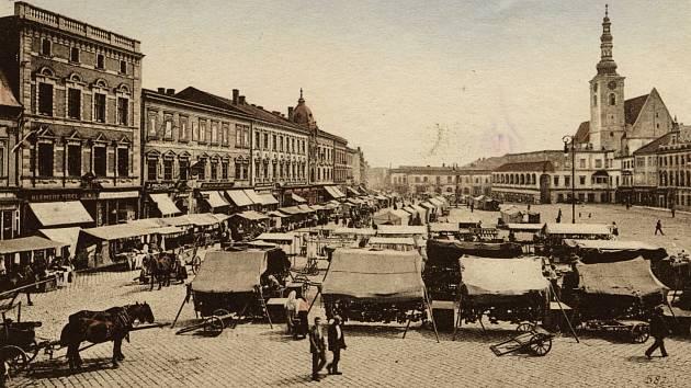 Na počátku 16. století již nedostačoval jediný týdenní čtvrteční trh, a tak udělil r. 1528 Ferdinand I. městu kromě čtvrtečního ještě pondělní týdenní trh. Týdenních trhů se mohli účastnit pouze místní a okolní prodavači. V 16. století se tedy ve městě ko