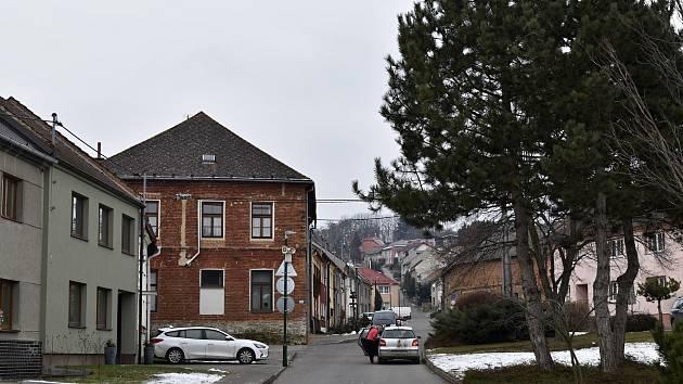 Slatinky jsou malou obcí krčící se ve stínu Velkého Kosíře.