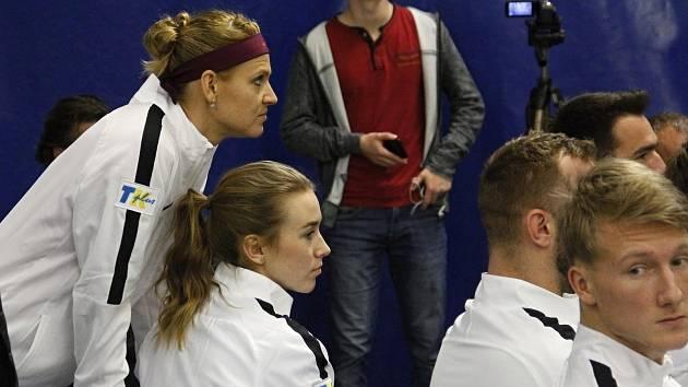 Tým Prostějova se v bitvě o finále utkal s družstvem Říčan.Lucie Šafářová, Barbora Štefková