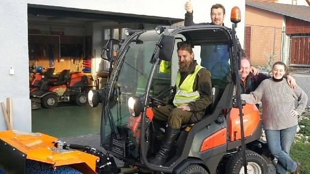 Nový multifunknční traktor v Držovicích