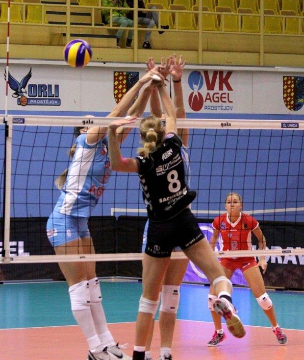 Agelky (ve světle modrém) na Volleyball Cupu 2013