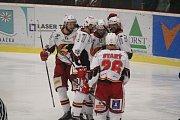 Hokejisté Prostějova (v bílém) porazili Havířov 3:2 po prodloužení