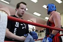 Trenér Prostějova Pavel Duda a domácí borec v supertěžké váze Pavel Šour. Ilustrační foto.