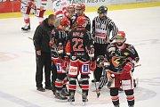 Hokejisté Prostějova (v černém) doma podlehli Frýdku-Místku