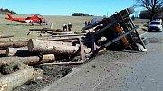 Havárie náklaďáku se dřevem u Horního Štěpánova